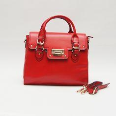 Een tas waar elke dame blij van wordt! Een stevige tas met veel opbergmogelijkheden. Kleur rood. Afmeting: l35 x b11 x h28. Prijs €54,95