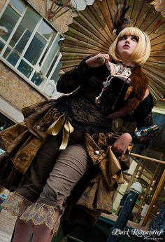 Steampunk outfit that is cute and well put together. Love the use of accessories to flesh out this outfit.