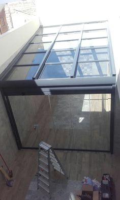 Cerramientos en Cádiz, Jerez, Sevilla, Málaga.... Instalación Espaluz Rooftop Terrace Design, Garden Wall Designs, Pergola, Small Balcony Decor, Carport Designs, Stair Decor, Roof Lantern, Patio Canopy, Patio Interior