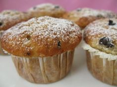 İdeen Easy Cake Banana muffin is a wonderful cake recipe that you will enjoy with your tea. Chocolate Chip Muffins, Chocolate Cake, Baking Muffins, Pastry Shop, Dessert, Food Cakes, Pecan, Cake Recipes, Food And Drink