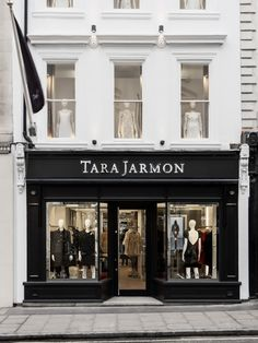 119 New Bond Street, London, UK #tarajarmon #store #merchandising #windowdisplay #vitrine #newbondstreet #london