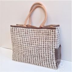 Elegant A hook bag with an additional aspect pocket! Luxurious A hook bag with an additiona. Diy Bags Purses, Diy Crochet, Crochet Bags, Knitted Bags, Tote Purse, Handmade Bags, Laptop Bag, Other Accessories, Crochet Projects