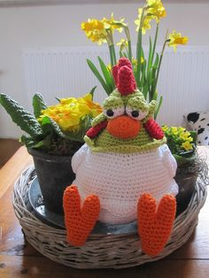 crochet chicken!! Ridiculously cute! Pattern can be purchased here:: http://www.liques-handmade.nl/?235,kaatje-de-kip