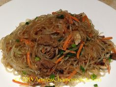 JAPCHAE - I love Korean food. Japchae is one of my favorites because it has noodles, beef, and a lot of my favorite vegetables like mushrooms, onions, carrots and spinach leaves. Guam Recipes, World Recipes, Asian Recipes, Gourmet Recipes, Cooking Recipes, Healthy Recipes, Ethnic Recipes, Asian Foods, Korean Dishes