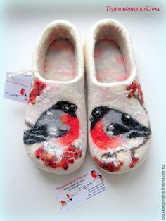 """Купить Валяные тапочки """"Красногрудые Снегири"""" - Тапочки ручной работы, тапочки домашние, тапочки валяные"""