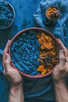 Add some colour to your meals with this crazy blue spirulina! This flavourful pasta is from and is seriously delicious! Fusilli, Tahini Pasta, Vegan Pasta, Spirulina Recipes, Rainbow Food, Blue Food, Vegan Pumpkin, Aesthetic Food, Food Photography