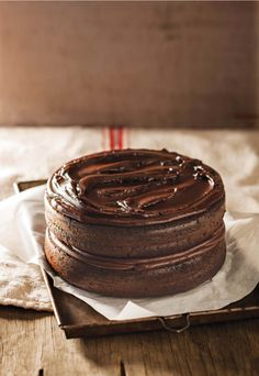 Anel Bezuidenhout van Melkbosstrand se resep is dié maand ons wenner. Olie pleks van botter is die geheim. Sweet Recipes, Cake Recipes, Dessert Recipes, Baking Desserts, Dessert Ideas, Yummy Recipes, Kos, Chocolates, Ma Baker