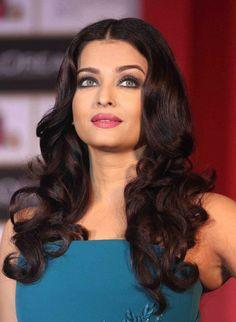 Embedded image Aishwarya Rai Photo, Aishwarya Rai Bachchan, Loreal Paris, Beautiful Eyes, Indian Beauty, Indian Actresses, Hair Beauty, Instagram Posts, Face