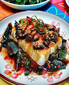 MH Kitchen Memories : Tofu with Pork Floss & Century Eggs Egg Recipes, Asian Recipes, Asian Foods, Century Eggs Recipe, Pork Floss, Egg Tofu, Chinese Food, Chinese Meals, Tofu Dishes