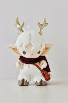 Micro munny faun in white with messenger bag