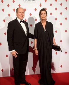 Prince Albert & Princess Caroline attend Surrealist Ball in Monaco Ekran Resmi 2017-04-29 15.22.27
