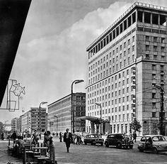 ul. Krucza - Grand Hotel, lata 50./60.   (fot. Edmund Kupiecki) Ppr, Grand Hotel, Warsaw, Old Photos, Poland, Illusions, City Photo, Nostalgia, Street View