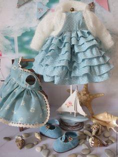 Купить или заказать Солнышко в интернет-магазине на Ярмарке Мастеров. Девочка - солнышко! Текстильная куколка, рост 42 см.Ручки армированы, пальчики сгибаются, ножки на шарнирах. Причёска - нежная козочка. Пальто из японского фактурного хлопка украшено аппликацией и вышивкой,платье из воздушного хлопка с вышивкой,нижнее платье и панталончики из тоненького батиста.Вся одежда снимается. Туфельки сделаны мной из натуральной замши.Мишка сшит из винтажного плюша. Sewing Doll Clothes, Baby Doll Clothes, Sewing Dolls, Doll Clothes Patterns, Clothing Patterns, Bjd, Doll Wardrobe, Doll Costume, Waldorf Dolls