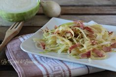 Una semplice e veloce idea per preparare un cortorno gustoso e saporito: Cavolo cappuccio in padella con speck, ottilo anche per condire della pasta