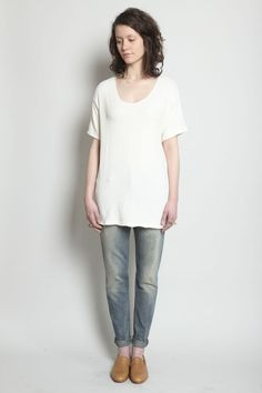 {oversize T, worn-in skinny jean, tan flats} perfect.