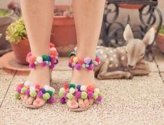 the pompoms shoes DIY