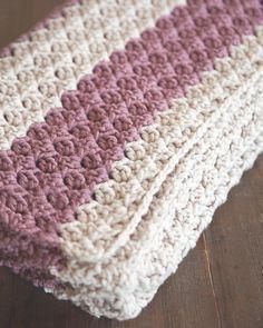 Duchess of Cambridge Crochet Blanket | What a cozy homemade crochet blanket! It's the perfect afghan for winter. #crochetafghans