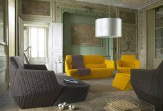 La línea #Facett diseñada por los hermanos Ronan & Erwan #Bouroullec para #LigneRoset, cuenta con sofás, sillones, sillas y ottomanos.