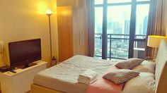 Another great find! Check out this stylish and cozy condo unit of with a great view of Makati City. It's just walking distance from Century City mall. Makati City, Air B And B, Staycation, Great View, Distance, Mall, Condo, Walking, The Unit