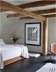 clean rustic contemporary country bedroom with wood beams Architectural Digest, Interior Minimalista, Rustic Contemporary, Modern Rustic, Contemporary Bedroom, Modern Bedroom, Natural Bedroom, Minimal Bedroom, Rustic Style