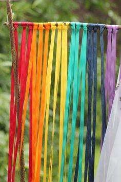 Rainbow coloured ribbon backdrop Crafts For Kids, Arts And Crafts, Paper Crafts, Diy Crafts, Rainbow Birthday, Birthday Diy, Meubles Peints Style Funky, Ribbon Backdrop, Rainbow Colors