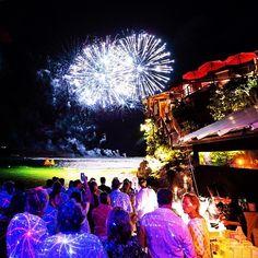 Another great shot by Tim Thomas of the fireworks display at the St. Barths bucket #superyacht #superyachtlife #superyachts #yacht #yachts #yachting #yachtlife #yachtclub #sailing #sailingboat #sailingyacht #motoryacht #motorboat #megayacht #boating #luxury #destination #boatlife #billionaire #travel #sea #yachtworld #thegoodlife #millionaire #bespoke #design #caribbean #stbarthsbucket #stbarths #fireworks by superyachtbuyer
