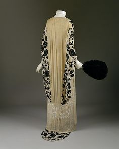 Evening coat made of silk and glass beads. No designer given. 1918-20. French. Metropolitan Museum of Art