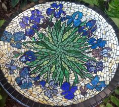 Artist Lyn Richards sent me some pictures of the mosaic bird bath she made this past summer, and it is worth showing off. The floral design and the colors used in the mosaic were inspired by Van Go…