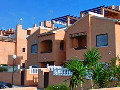 At 40 minutes drive from Alicante is this beautiful penthouse with 3 bedrooms, large sunny balcony and communal pool. All year round good weather, all year round for rent ...    Experience it for yourself: lounging and relaxing in this ideal holiday home.  Casa Allegriaz a penthouse in Moorish style on the 2nd floor of a quiet building. Lots of privacy because of the good lockable area, with private parking inside the gate. Whit spacious modern living room.