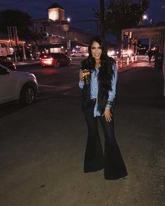 Bell Bottom Pants, Bell Bottoms, Estilo Jeans, Wide Leg Jeans, Flare Jeans, Women Wear, How To Wear, Main Street, Outfits