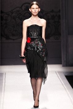 Alberta Ferretti Fall 2012 Ready-to-Wear Fashion Show - Monika Sawicka