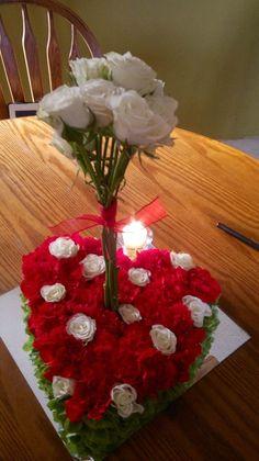 rosas blancas y rojas