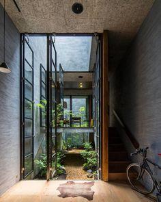 Home Interior Design - Haus in Japan Architekt - Decoration Design, Home Design Decor, Deco Design, Design Moderne, Design Ideas, Design Inspiration, Courtyard Design, Courtyard House, Atrium House