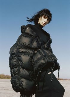 proportion: this oversized puffer is of extremely large proportion to the human frame. It is a smooth matte texture and is composed of square shapes for the fill compartments Dark Fashion, Cheap Fashion, Womens Fashion, Fashion Shoot, Editorial Fashion, Editorial Photography, Fashion Photography, Athleisure, Mode Sombre