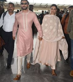 Deepika And Ranveer Look Super Cute Twinning In Pink As They Fly Off To Mumbai With Family - HungryBoo