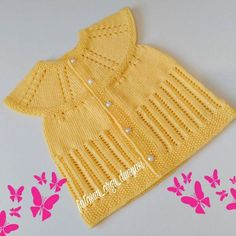 No photo description available. Baby Knitting Patterns, Love Knitting, Baby Poncho, Baby Pullover, Diy Crochet Scarf, Crochet Baby, Knitted Baby Clothes, Moda Emo, Crochet Slippers