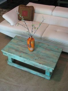 Reclaimed Rustic Style Small Turquoise Pine Wood Coffee Table Be Equipped Flower Decoration Centerpiece In Orange Vase Moreover Pure White Fabric Sectional Sofas As Well As Affordable Coffee Tables Pl (Cool Furniture Tables) Pallet Crafts, Diy Pallet Projects, Pallet Ideas, Diy Pallet Furniture, Furniture Projects, Dresser Furniture, Furniture Websites, Furniture Logo, Street Furniture