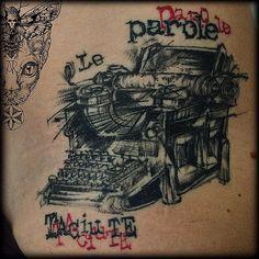 #typewriter #macchinadascrivere #writetattoo #writer #typewritertattoo #ladytattooers #female_tattoo #tattoolifagazine #tattrx #leparoletaciute #tattoo_worldwide_online #namastetattoostudio #viabonelli8 #torino #anitarossi @namastetattoostudio