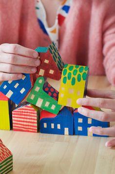 ENCORE SUPER est un petit studio de design parisien qui produit des images en sérigraphie, des objets en bois et céramique et d'autres merveilles. ENCORE SUPER is a small parisian based studio, which create silkscreened images, wooden and ceramic objects and other wonders.