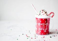 🎅🏻❄️☃️Frozen hot cocoa from @modernmoments get the recipe and our adorable mugs. Link in profile.  #frozenhotchocolate #drinkrecipes #orientaltrading