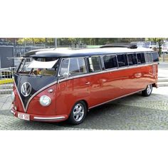 VW Limousine  ★。☆。JpM ENTERTAINMENT ☆。★。... Brought to you by #HouseofInsurance Eugene, OR.