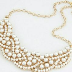 New Faux  Pearl Vintage Statement  Necklace  . Beautiful Necklace Brand New  Never Worn. New in package. Smoke and pet free home. Accessories