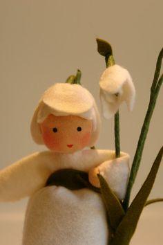 Little Snowdrop  Flower Child  Waldorf par KatjasFlowerfairys, €33,00