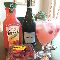 Easy Raspberry Lemonade Cocktail (Spritzer) by Sweet Little Bluebird - Weekend Potluck 384 Lemonade Cocktail, Raspberry Lemonade, Summer Drinks, Fun Drinks, Beverages, Alcoholic Drinks, Summer Jello Shots, Summer Sangria, Liquor Drinks
