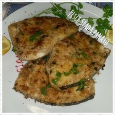 Sicilian breaded swordfish | Pesce spada panato alla siciliana | Una spia in Cucina Meat Recipes, Seafood Recipes, Salad Recipes, Cooking Recipes, Healthy Recipes, Swordfish Recipes, Sicilian Recipes, Fish Dinner, Fett