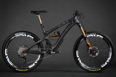 Yeti carbon Mountain biking MTB Bike 👍 👌 🔥 na Mountain Bike Brands, Best Mountain Bikes, Mountain Biking, Bike Downhill, Mt Bike, Bicycle Race, Bike Rides, Montain Bike, Pedal