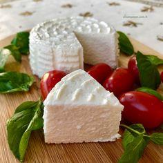 Ricotta Peynir Nasıl Yapılır ? Ricotta, Artisan Pizza, Homemade Cheese, Food Words, How To Make Cheese, Kefir, Bon Appetit, Feta, Food Photography