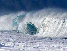 Pon música a tope y déjate llevar olvida bailar bien muévete sin más. Si puede ser con gente mucho mejor. Deja que te conozcan siéntete sé salvaje... ......... Fot.:KHeadrick | Surfer: Andre Botha #oahu #hawaii #surf #surfing #surfer #surfstyle #ola #wave #agua #water #oceano #ocean #mar #sea #deporte #sport #naturaleza #nature #musica #music .........  Black Cards - Rusia