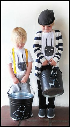 Wonderful idea! This diy Mom painted these galvanized buckets w/ chalkboard paint and drew on the bunnies to use as an Easter basket. Great idea--especially b/c it would be incredibly easy to make these over into trick-or-treat buckets in the fall and NEVER buy another Easter basket or Halloween bucket AGAIN!!