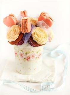 diy cupcake bouquet with macarons (by raspberri cupcakes)- Cute centerpiece that the guests could take apart and eat later on.